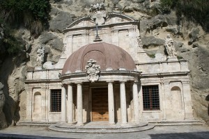 1024px-Sant_emidio_grotte