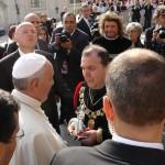Il console fa dono al Papa